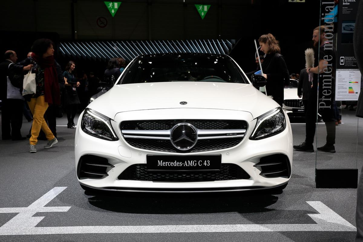 novo AMG C43 Mercedes-c-class-facelift-geneva-livepics-20-1
