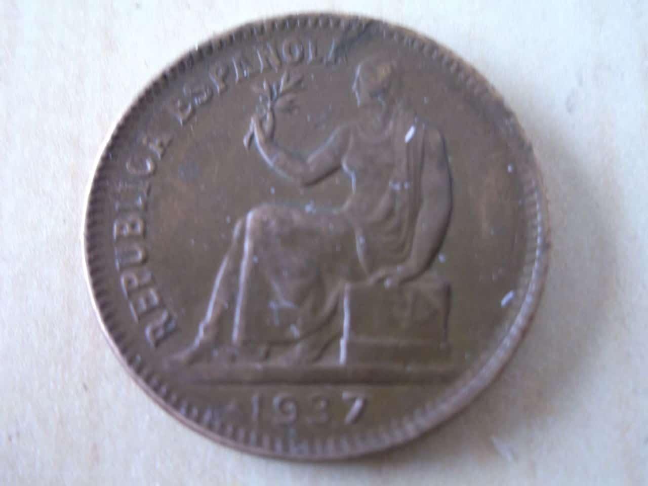 50 céntimos 1937 sin estrella derecha y con 4 dedicada a Variantes DSCF3315