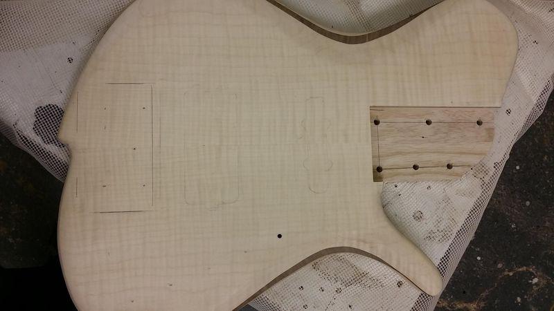 Construção caseira (amadora)- Bass Single cut 5 strings - Página 5 12399779_10153850987574874_911702512_o