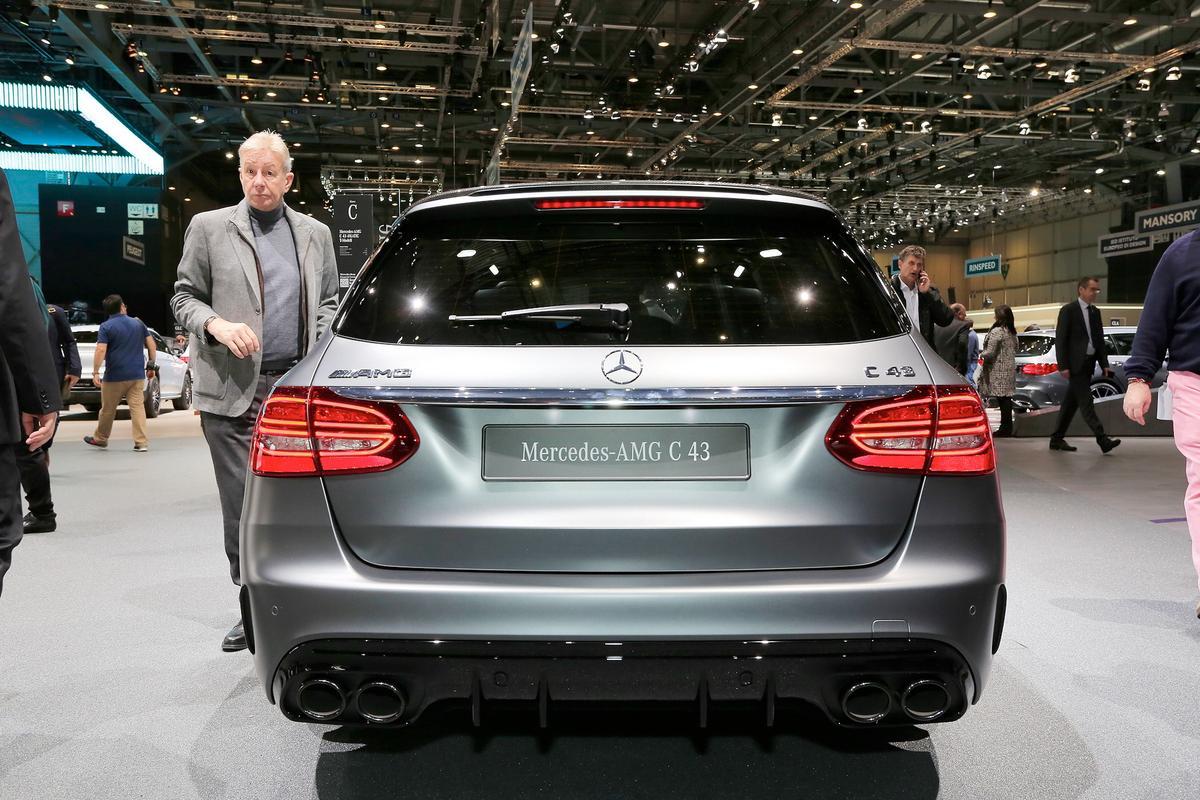 novo AMG C43 Mercedes-c-class-facelift-geneva-livepics-32-1