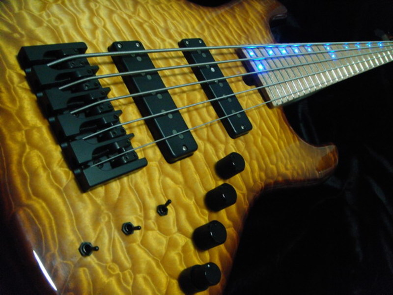 Construção caseira (amadora)- Bass Single cut 5 strings - Página 2 Dsc002071ar8