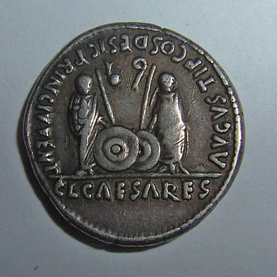 Denario de Augusto. AVGVSTI F COS DESIG PRINC IVVENT / C L CAESARES. Lyon - Página 2 0014