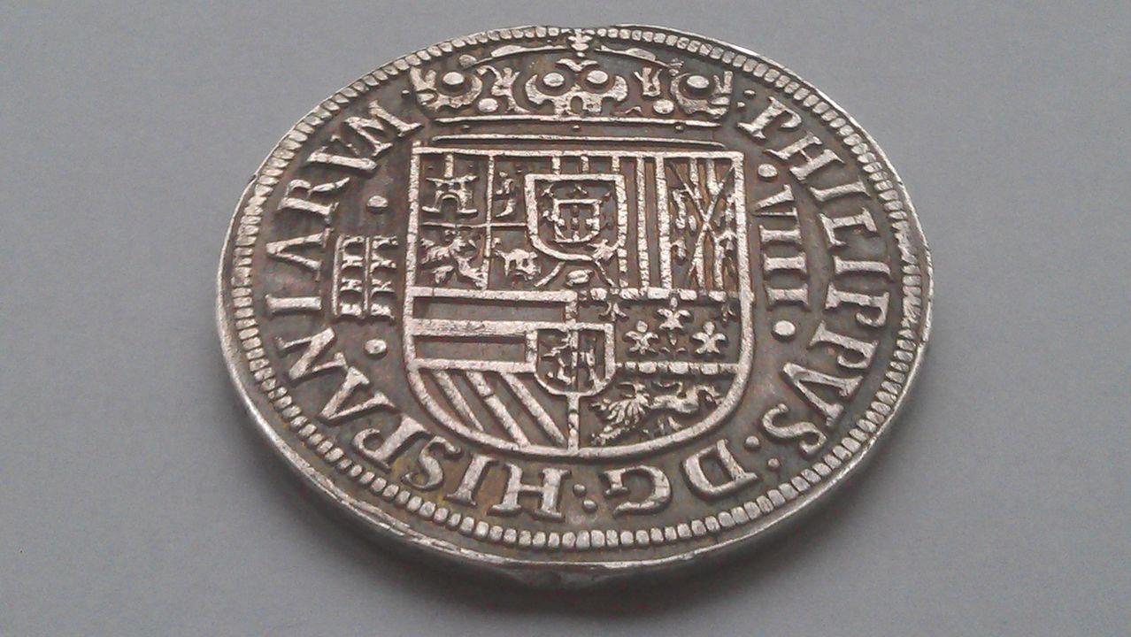 8 reales FELIPE II  Ingenio de Segovia 1586 IMAG1635