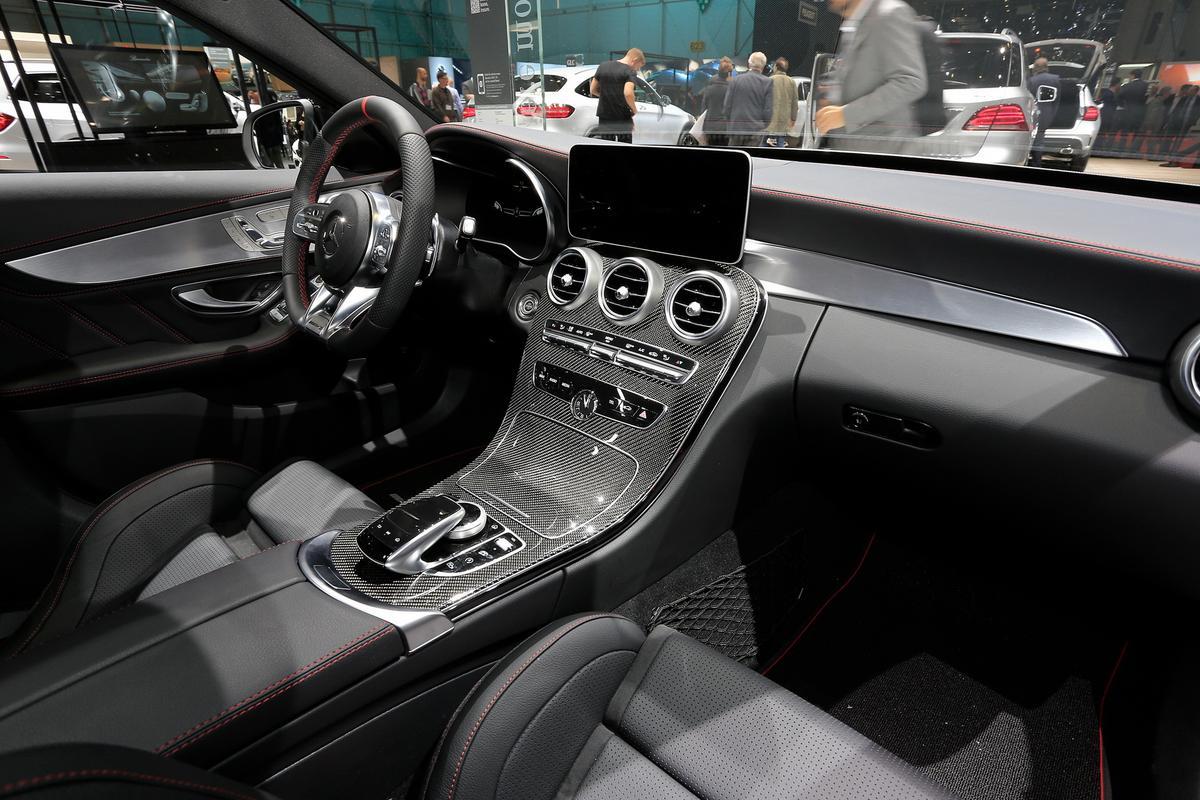 novo AMG C43 Mercedes-c-class-facelift-geneva-livepics-25-1