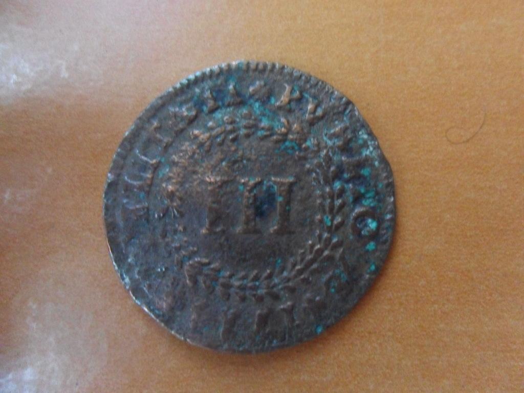 Hola,alguien me puede ayudar a identificar esta moneda?? 002