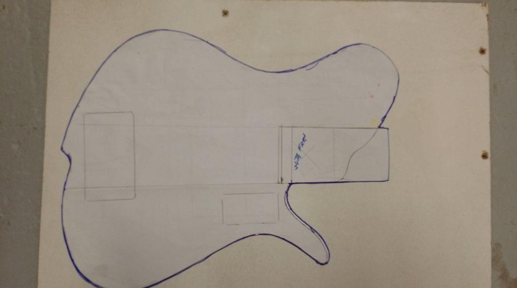 Construção caseira (amadora)- Bass Single cut 5 strings 11335459_10153374007429874_496724349_o