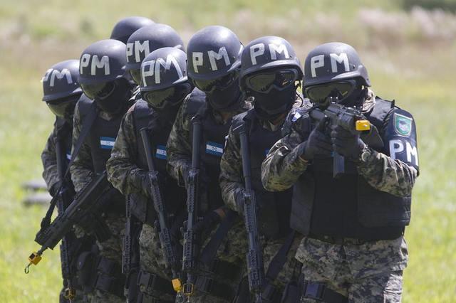 Fuerzas Armadas de Honduras 1378532_661778443846997_100635852_n