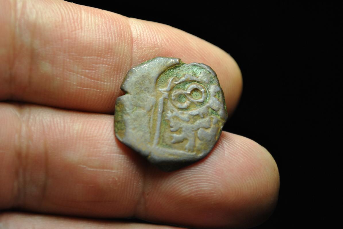 8 maravedis de Felipe iii ó iv resellada ¿ceca nueva ó falsa ? DSC_7532