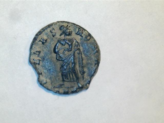 AE4 de Teodora. PIETAS-ROMANA. Pietas estante de frente. Ceca Trier. 6_1_3g