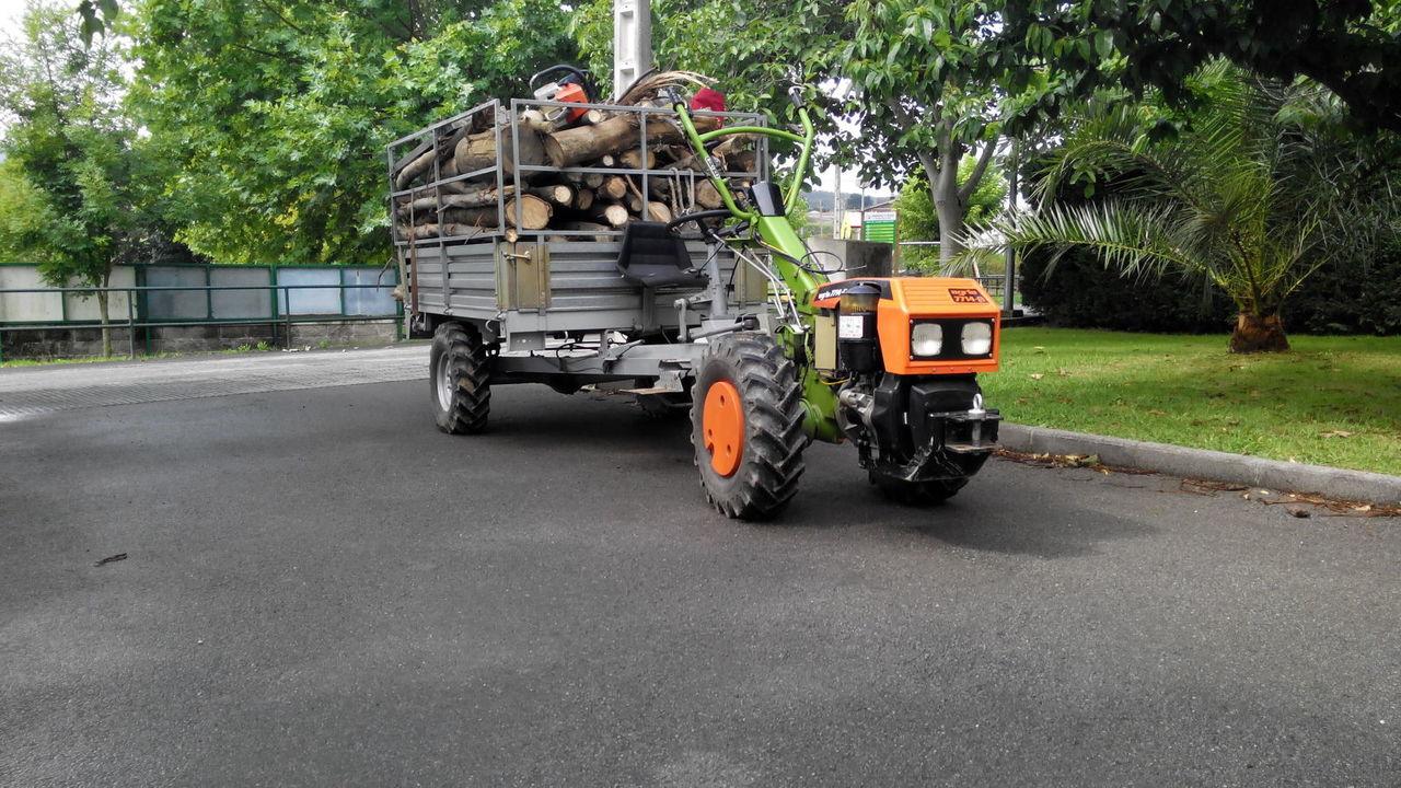 Agria 7714-B cargado con leña. Fx81t3