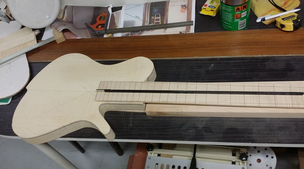 Construção caseira (amadora)- Bass Single cut 5 strings 11724923_10153502686604874_777064874_o