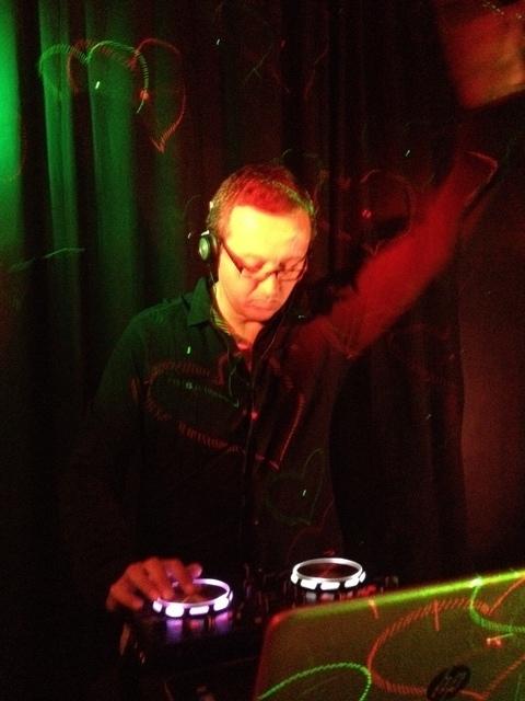 Alguém aqui mexe com equipamento de DJ? Música eletrônica? Zada_DJ02