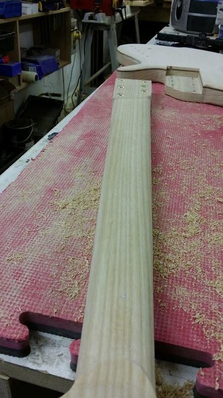 Construção caseira (amadora)- Bass Single cut 5 strings - Página 6 12584160_10153920990744874_1400985320_n