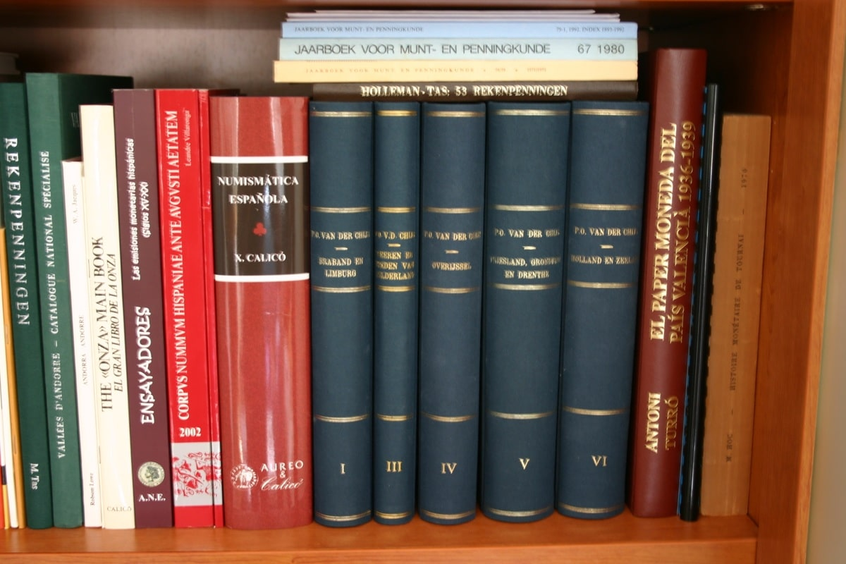 Mi humilde biblioteca Image