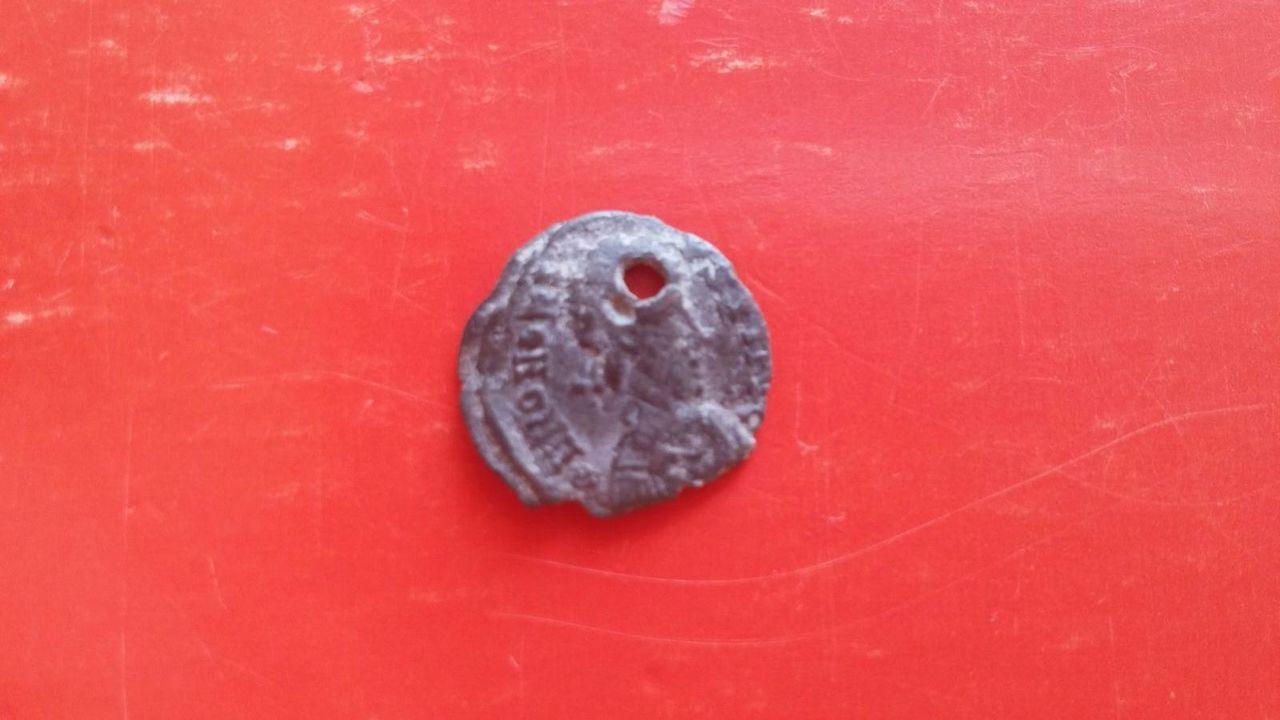 1/2 silicua acuñada por visigodos a nombre de Honorio. VICTORI-A AVGG. Roma sedente a izq. Ceca Arlés. IMG_20160921_WA0023