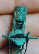 Silbato en forma de amuleto 026