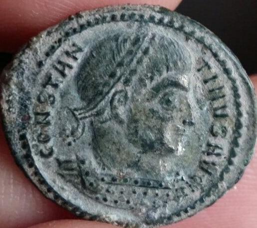 AE2 de Constantino I Magno. VICTORIA-AVGG NN. Victoria avanzandoa izq. Ceca Tesalónica. IMG_20170227_WA0003