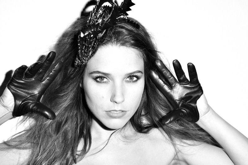 Slike Sophie-Brooke - Page 8 AZC98_MLNSJ_Sophia_Bush_Davis_Factor_3