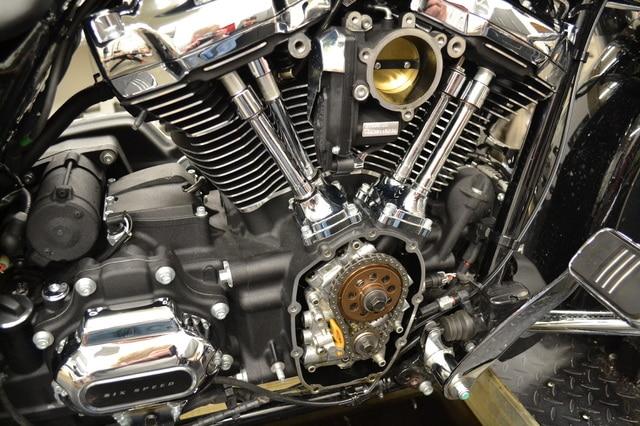 La grande différence moteur M8 et TwinCam DSC_0257