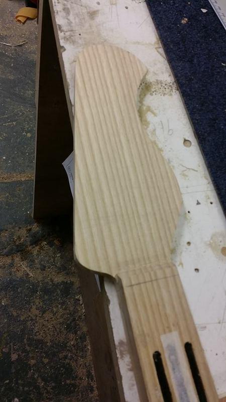 Construção caseira (amadora)- Bass Single cut 5 strings - Página 4 11940187_10153636619779874_1875681815_n_1