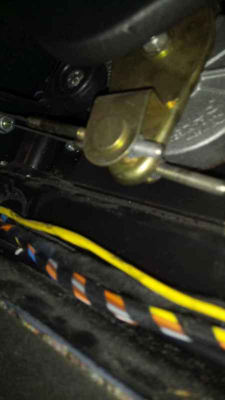 Capote bloquée comme si capotage en cours - 4200 Spyder DSC_0467