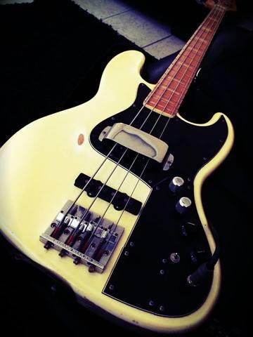 Clube Fender - Topico Oficial (Agora administrado pelo Maurício_Expressão) - Página 4 Marcus_Miller_01