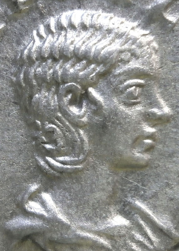 Denario de Julia Paula. CONCORDIA. Concordia sedente a izq. Ceca Roma. Imagen22