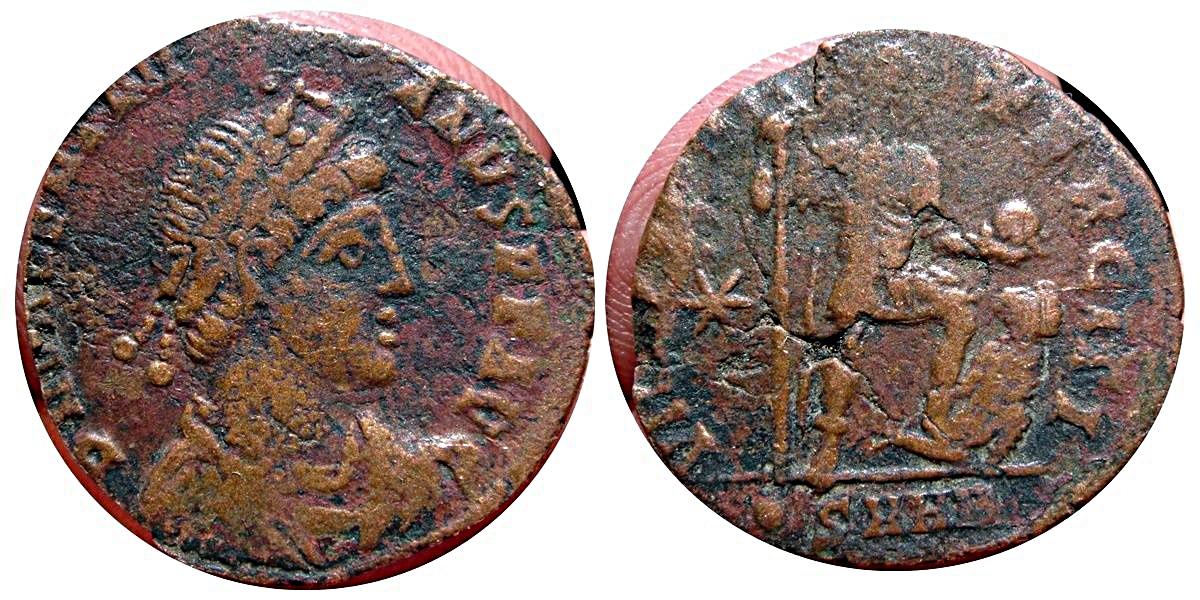 AE2 de Valentiniano II. Valentiniano_ii
