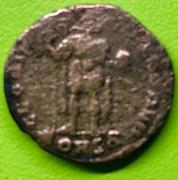 Decargiro de Teodosio I. GLORIA ROMANORVM. Emperador con lábaro. Constantinopla IMG_7166