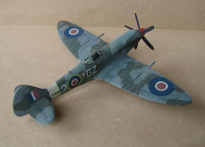 Spitfire Mk.XVIII FR, MPM, 1/72 DSC00425