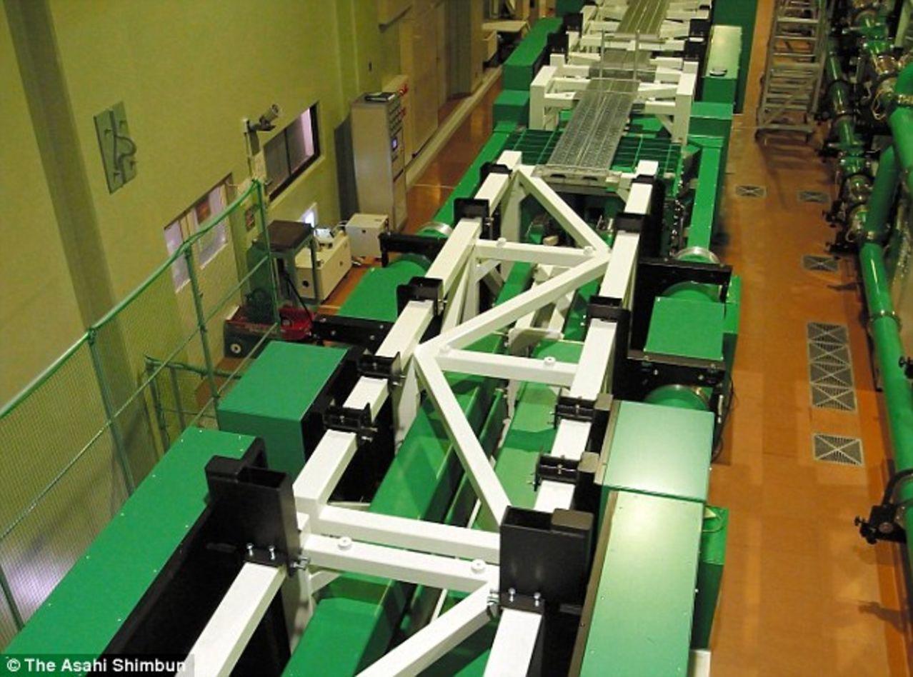 Nuevo Laser desarrollado - 4 petawatts equivale el rayo a 1,000 veces el consumo de electricidad mundial 2_AF1_A0_F500000578_3179045_The_328ft_100_metre_lon