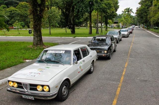 Auto Storiche in Brasile - FNM & Alfa Romeo - Pagina 2 Caravana_Alfa_Romeo