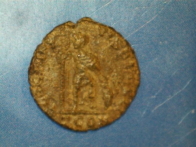 AE3 de Graciano. GLORIA NO-VI SAECVLI. Graciano estante de frente y mirando a izq. Ceca Arles. 2017_03_23_0002_0_X