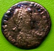 Decargiro de Teodosio I. GLORIA ROMANORVM. Emperador con lábaro. Constantinopla IMG_7165