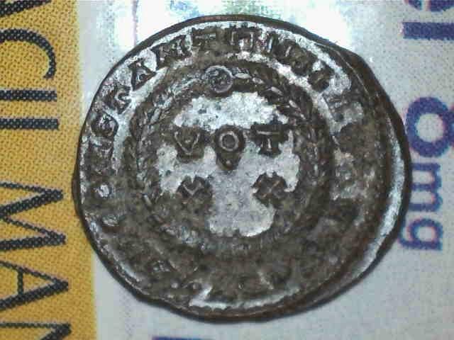 AE3 de Constantino I. D N CONSTANTINI MAX AVG / VOT XX. Aquilea Image