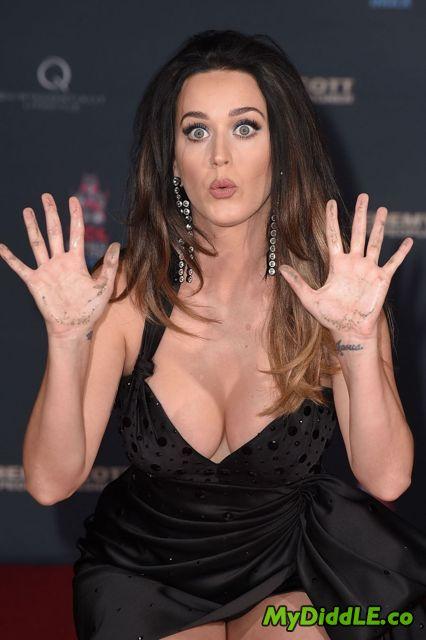 Tías de 25 a 34 años - Página 2 Katy_Perry_Hot_4