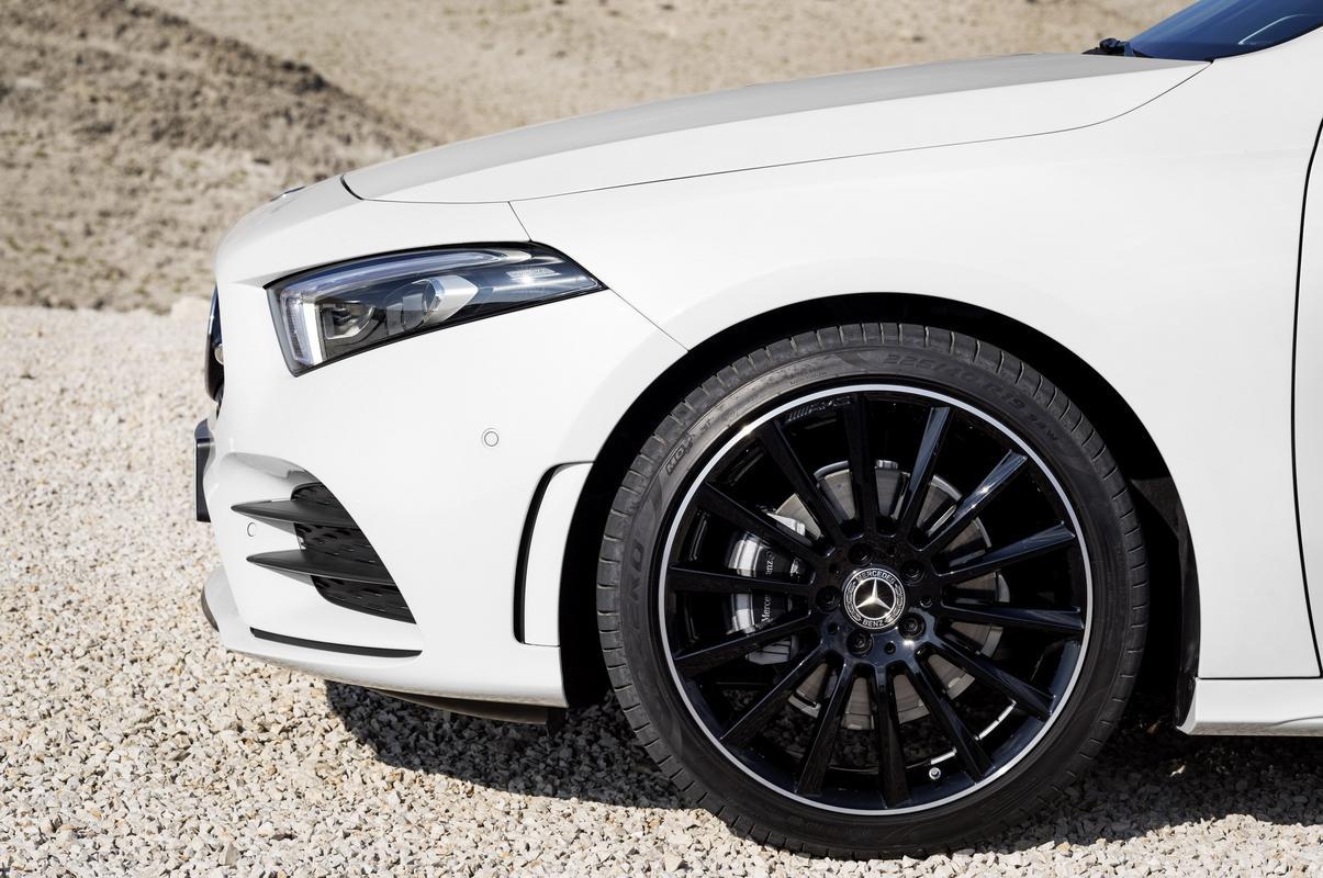 Classe A 2019 revelado 2019-_Mercedes-_Benz-_A-_Class-_Hatch-07