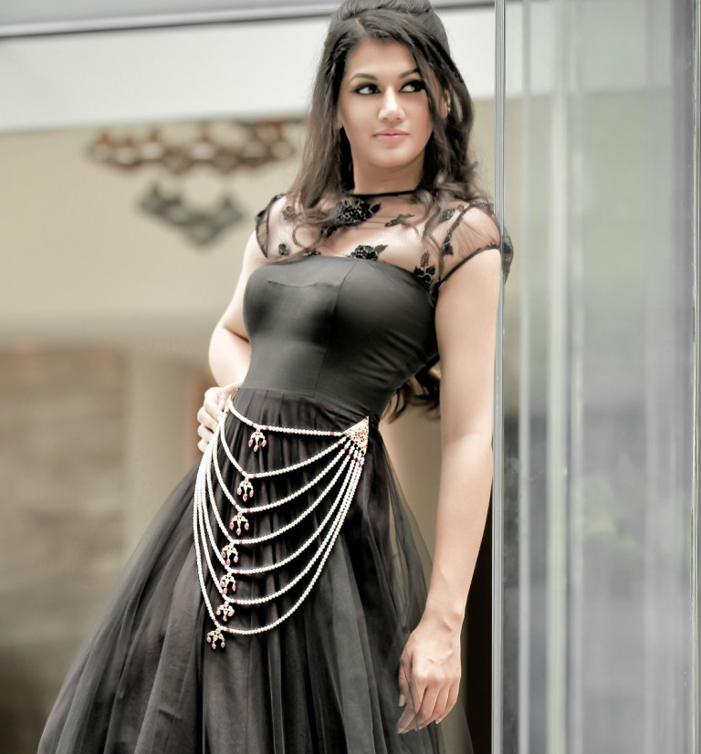 Lovely Taapsee Pannu new PhotoShoot images 020813_1333