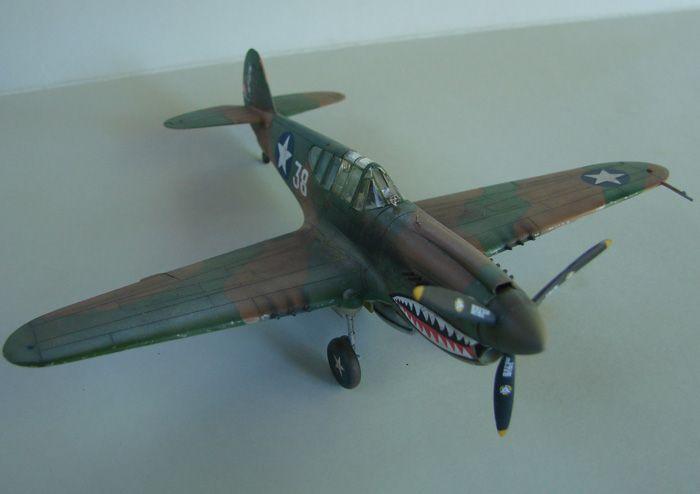 P-40E, Hobby Boss, 1/72 DSC03374