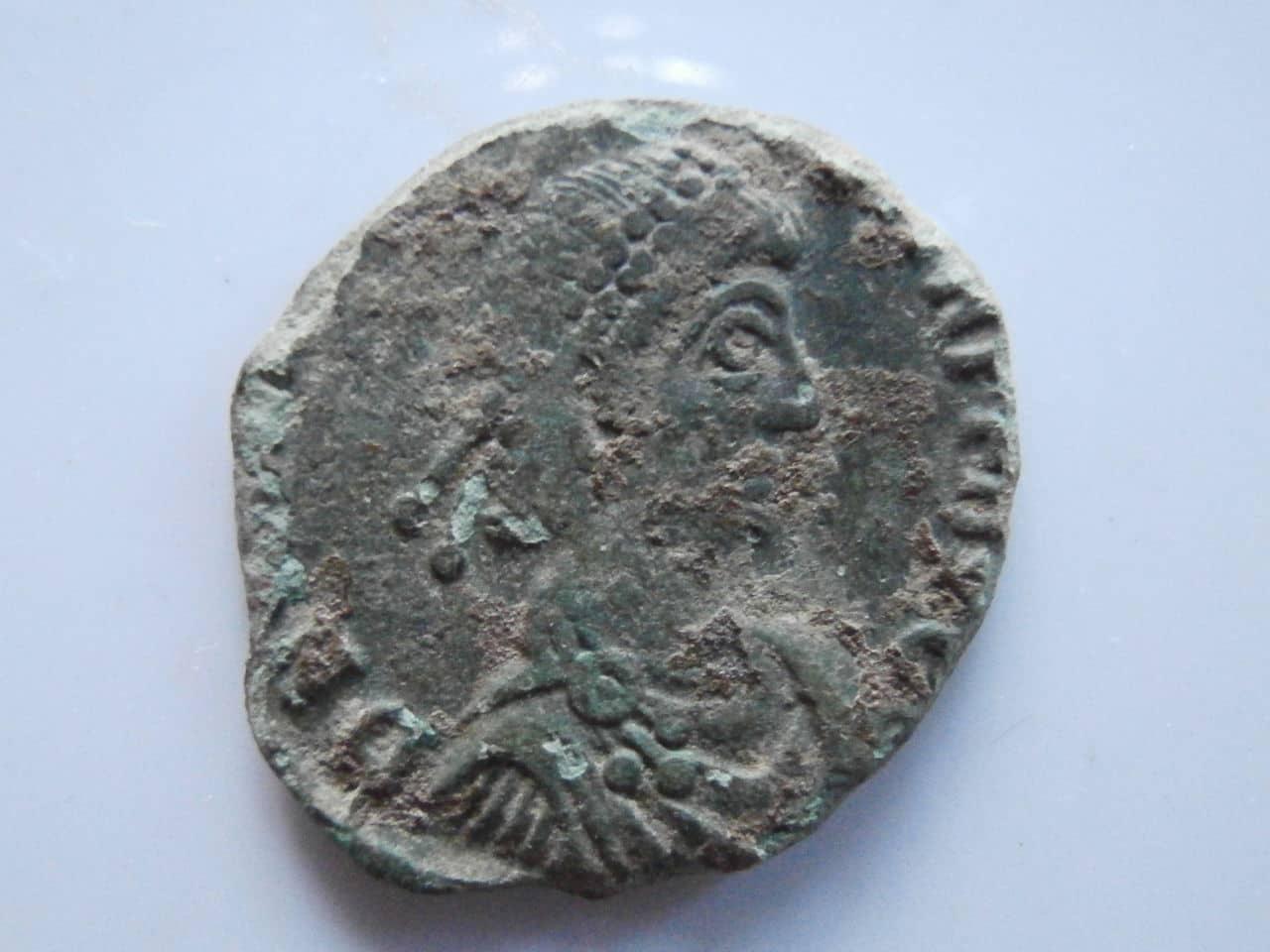 AE2 de Valentiniano II. REPARATIO REI PVB. Siscia 01_2g_y_2_cm