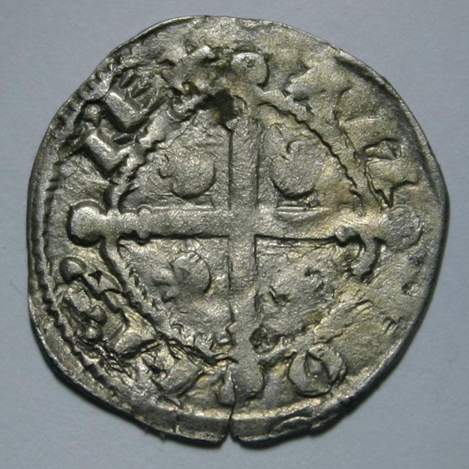 Dinero de Alfonso IX (1188-1230) de Salamanca [cruz y venera encima del león y 'E' delante del mismo]  Alfonso_IX_Dinero_de_Salamanca_A