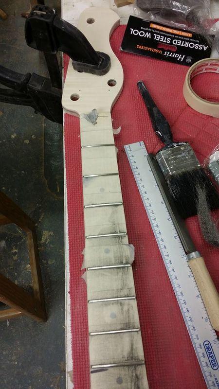 Construção caseira (amadora)- Bass Single cut 5 strings - Página 8 12674180_10153948649049874_1582312474_n