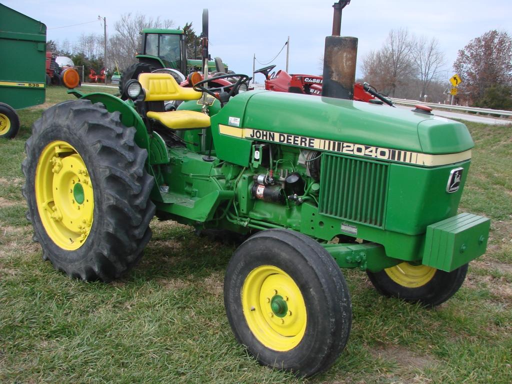 Hilo de tractores antiguos. JD_2040