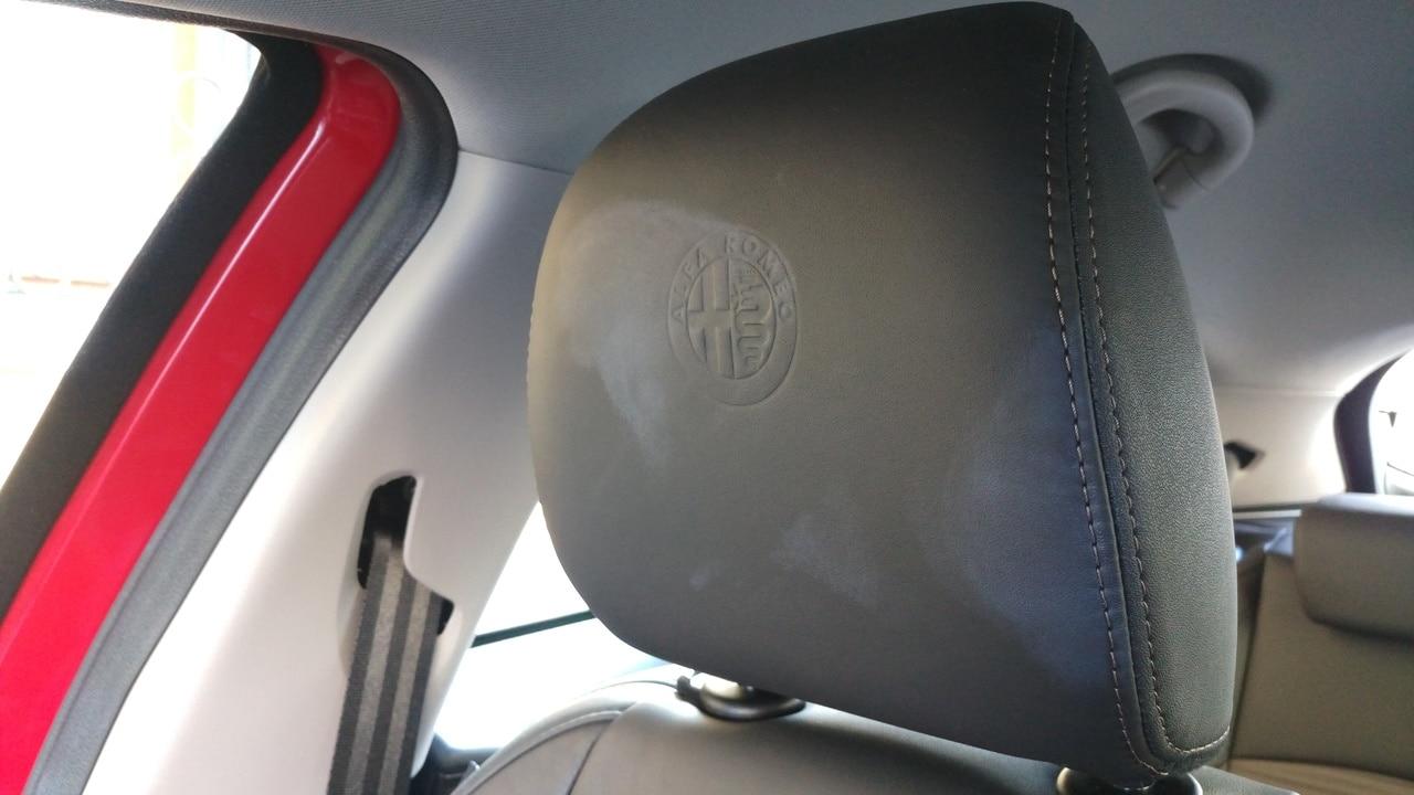 Sedili in pelle Alfa Romeo Giulietta macchiati IMAG6058