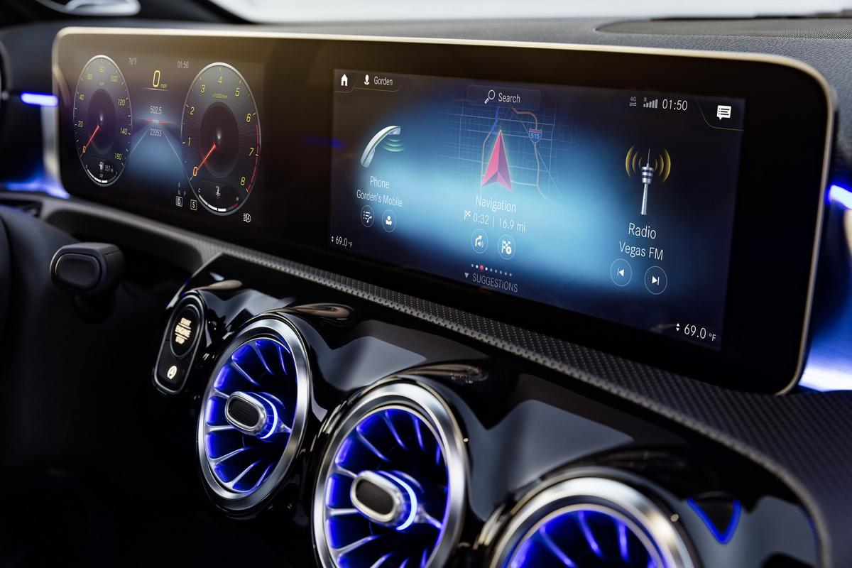 Classe A 2019 revelado 2019-_Mercedes-_Benz-_A-_Class-_Hatch-28