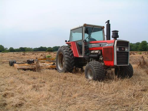 Hilo de tractores antiguos. - Página 4 Massey_ferguson_2775