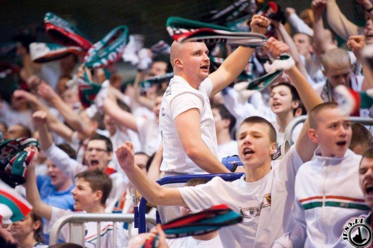 Fenomenul Ultras in alte sporturi - Pagina 4 Image