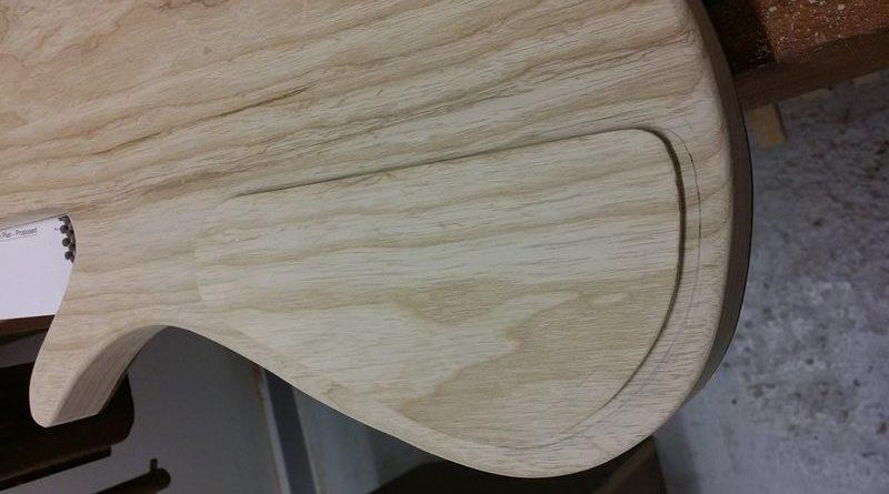 Construção caseira (amadora)- Bass Single cut 5 strings 11748664_10153533347494874_1335068680_n