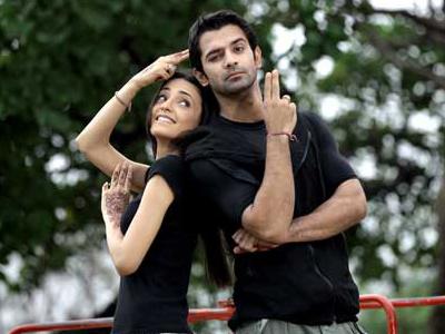 მსახიობები და მათი მეგობრები Arnav_khushi_posing_post_1344407282