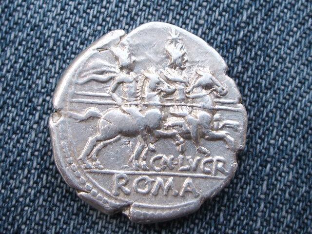 Denario republicano gens Lucretia. CN LVCR / ROMA. 054